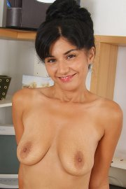 mature latina woman Ocea