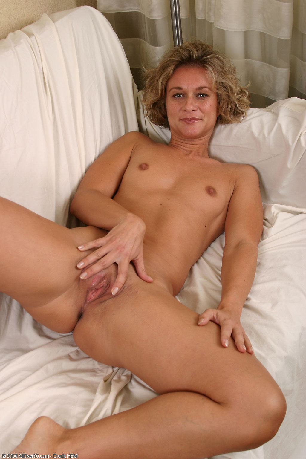 30 hot over nude milfs