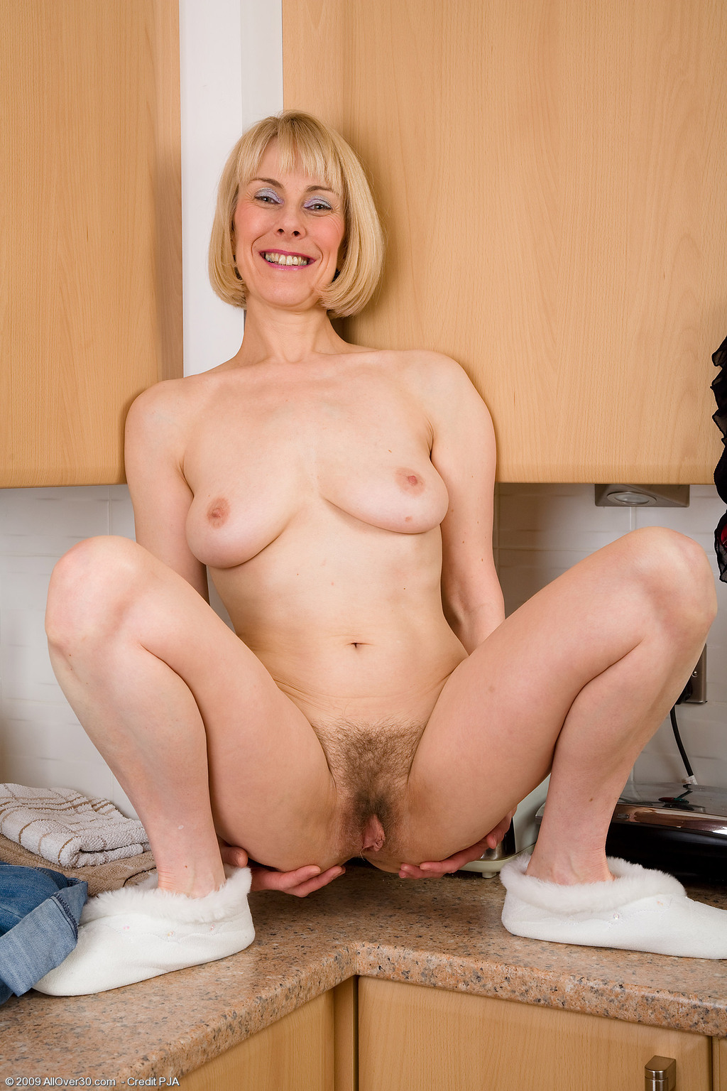 Milf blonde stripped